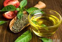 纯天然橄榄油的8个美容用途