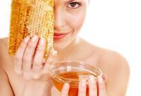 蜂蜜美容用法:口服祛斑+外敷润肤去皱