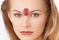 眉心长痘痘是什么原因 美容专家告诉你