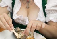 """女性多吃番茄菠菜 忌口6种""""毁容""""食物"""