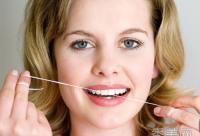 洗牙误区:牙齿越白越好?洗牙伤牙齿?