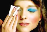 没化妆也卸妆?卸妆6误区让皮肤粗糙