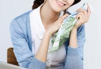 25+女性易长斑 20岁美白预防别偷懒