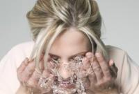 洗脸的正确方法 每日坚持洗出水嫩美肌
